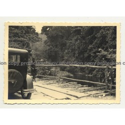 Backside Of Oldtimer On Bridge & Congolese Guy (Vintage Photo B/W ~1940s)