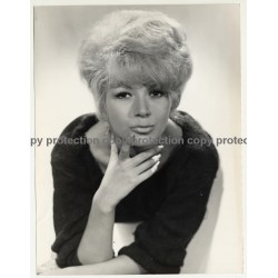 Shorthaired Blonde Beauty W. Pouting Lips / Pin Up (Vintage Fashion Photo  ~1960s)