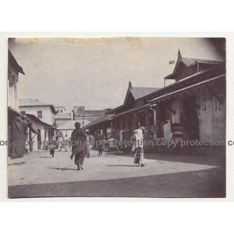 A.R.P. De Lord: Street Scene - Kaftan - Zanzibar / Tanzania (Vintage Photo ~1920s/1930s)