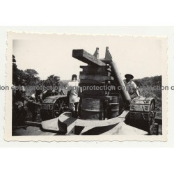 Gabenge - Bolobo / Congo: Tracked Construction Vehicle *1 / Natives (Vintage Photo B/W 1946)