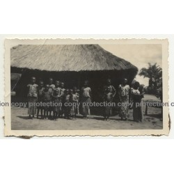 Osibki / Congo: Native Wommen & Children In Front Of Straw Hut (Vintage Photo B/W 1933)