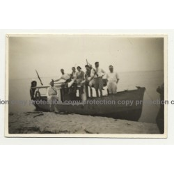 Congo / Africa: Colonialists On Boat At Lake Shore / Rifles (Vintage Photo B/W ~1940s/1950s)
