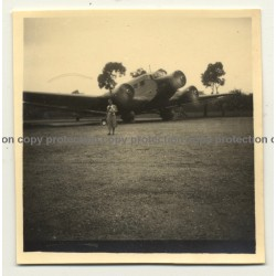 Congo Belge: Woman In Front Of Sabena OO-AUE Plane *2 (Vintage Photo B/W ~1930s)