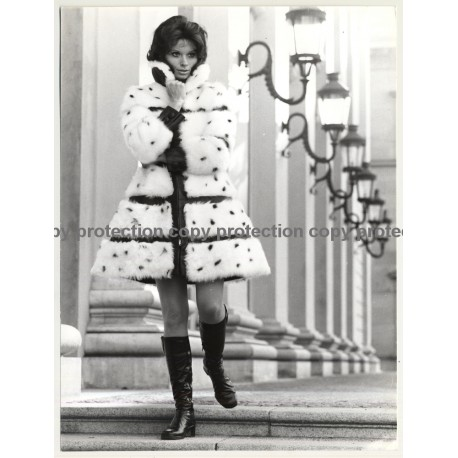 Pretty Woman In Fur Coat / Boots *2 (Vintage Fashion Photo 1970s: Wolfgang Klein)