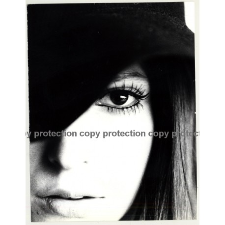 Artistic Portrait Of Pretty Girls Face *2 / Eye (Vintage Photo Master 1970s Fashion)