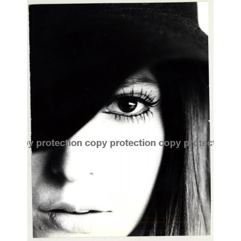 Artistic Portrait Of Pretty Girls Face *2 / Eye (Vintage Photo Master 1970s Fashion)