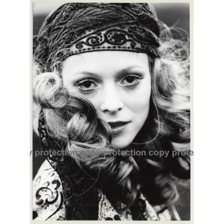 Close-Up Of Blonde Hippie Beauty *2 / Eyes (Vintage Photo Master 1970s Fashion)