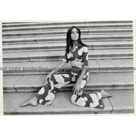Slim Model In Great Printed 2 Piece Suit / Flares (Vintage Photo Master 1970s Fashion)