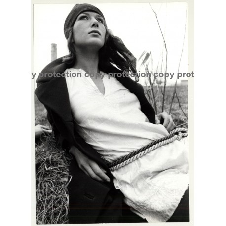 Natural Brunette Hippie Beauty On Meadow / Headband (Vintage Photo Master 1970s Fashion)