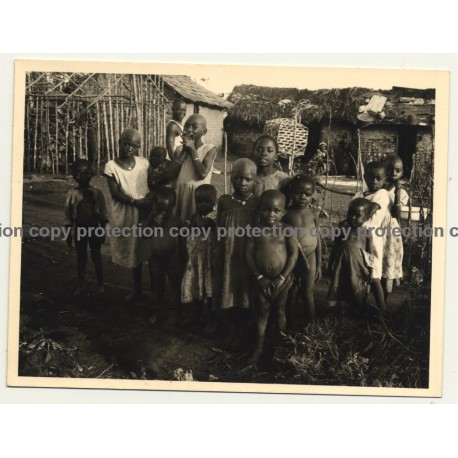 Congo-Belge: Group Of Indigenous Kids / Huts (Vintage Photo ~1930s)