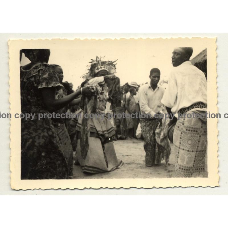 Congo-Belge: Medicine Man / Tribal Chief In Action / Tam Tam (Vintage Photo B/W ~1930s)