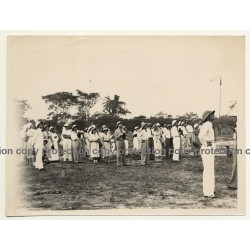Congo-Belge: Colonists Watching Out For Airplane / Airfield (Vintage Photo B/W ~1930s/1940s)